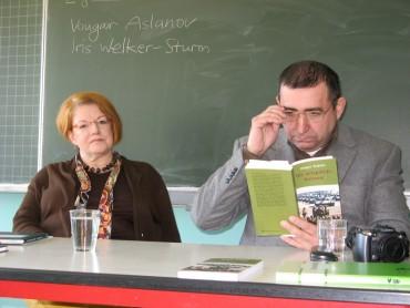 Vougar Aslanov und Iris Welker-Sturm besuchen die Klasse 10A