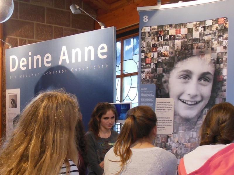 """""""Ein Mädchen schreibt Geschichte"""" – Anne Frank"""