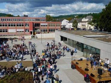 Einweihung von Mensa und Schulbibliothek – ein Schulfest der Freude und Gemeinschaft