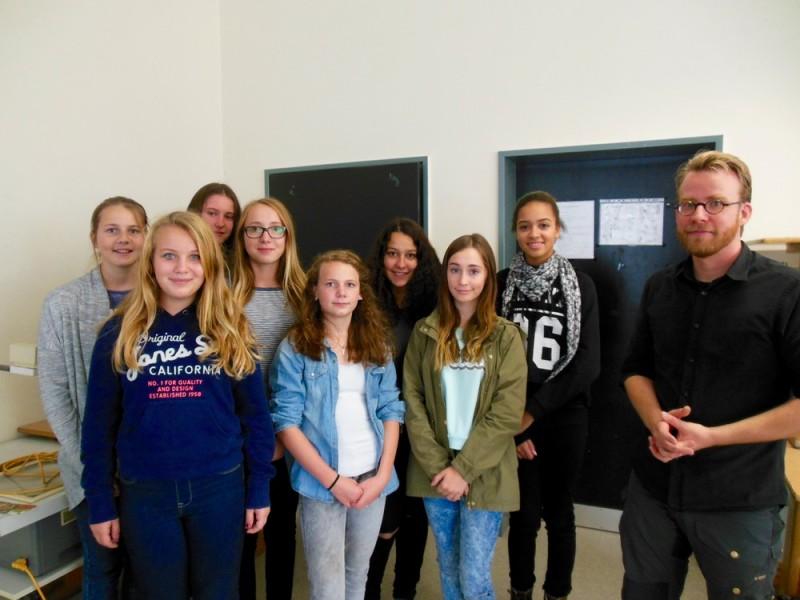 Der Jugendbuchautor Simak Büchel zu Besuch bei den Fünftklässlern