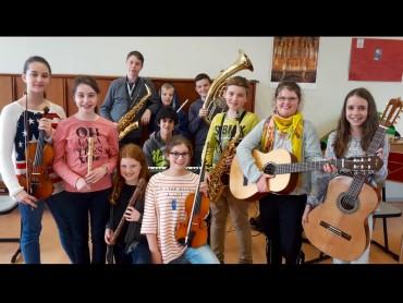 Cusanostra–AG: Musizieren bei Frau Vollmer