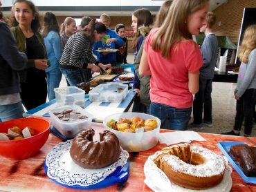 Kuchenverkauf für einen guten Zweck – Aktion der 6D