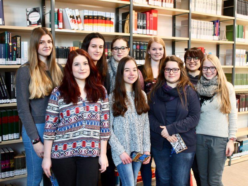 Tolle Solidarität für unsere Schule: unsere Bibliothekshilfen aus der MSS 13