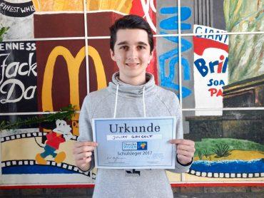 """Julian Gangolf ist Schulsieger im Geographiewettbewerb """"Diercke Wissen"""""""