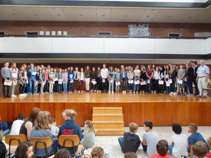 Schülerinnen und Schüler mit besonderen Leistungen und Erfolgen ausgezeichnet